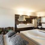 Phong Thủy Phong Ngủ – Đầu giường tựa vào toilet ?